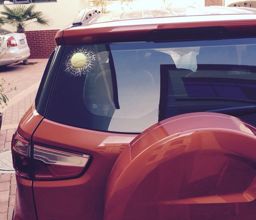 Adesivos de Carro 3D Engraçado Bola Tênis Batendo Quebrando vidro parabrisa