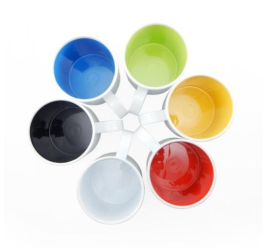 Caneca de Plástico Interior em cores 325ml Personalizada infantil com nome