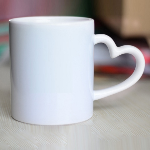 Caneca Love Branca Cerâmica Alça de Coração 330ml Personalizada