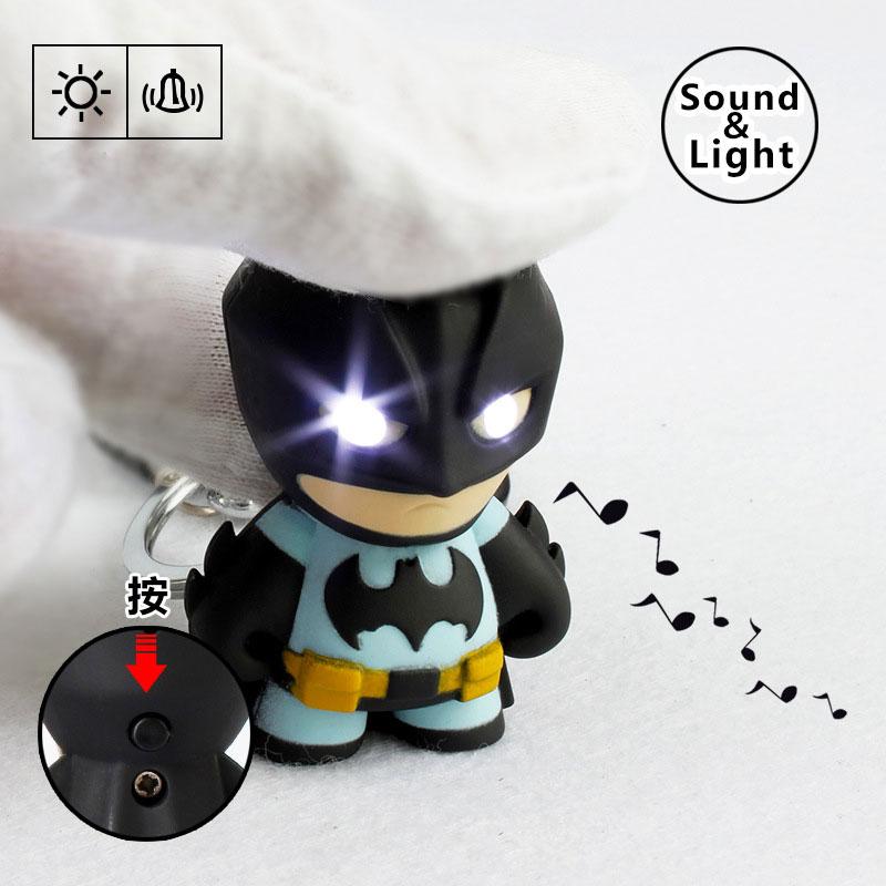 Chaveiro Boneco Super Herói Batman Lanterna LED e Som Presente Legal Adultos e Crianças