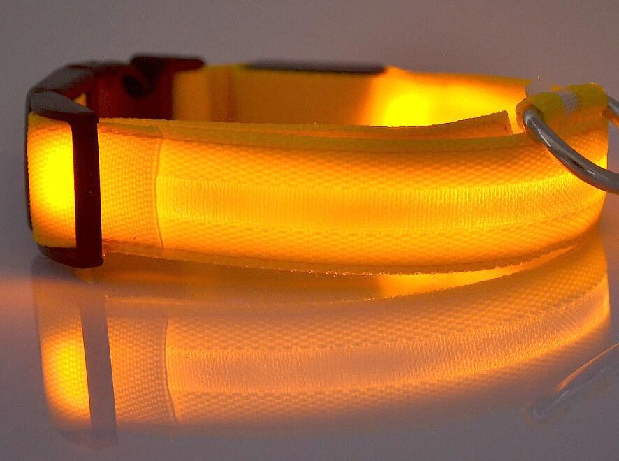Coleira de Segurança noturna Brilho LED em nylon com luzes que piscam para PET Cães Cachorros e Gatos