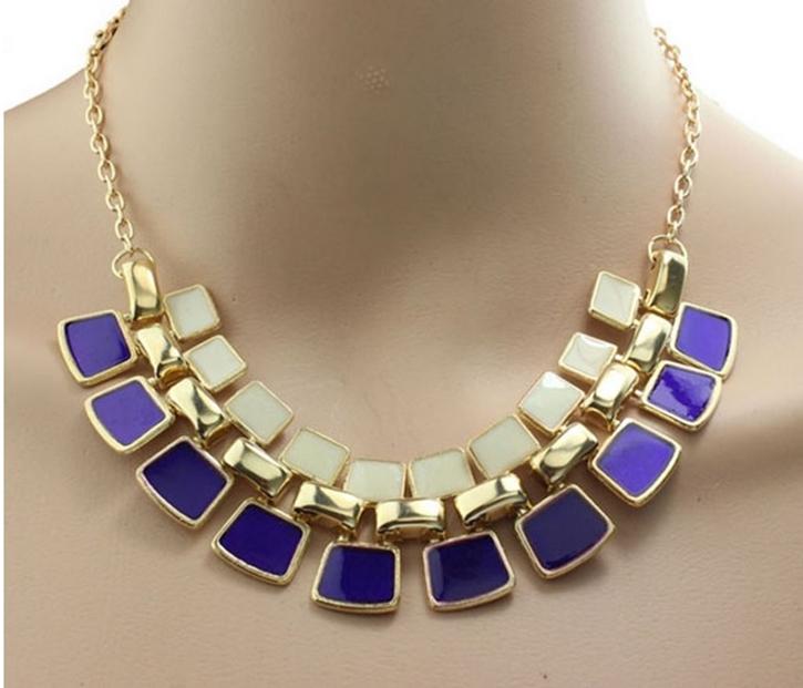 Cordão colar púrpura com pingentes com belo design fashion para mulheres