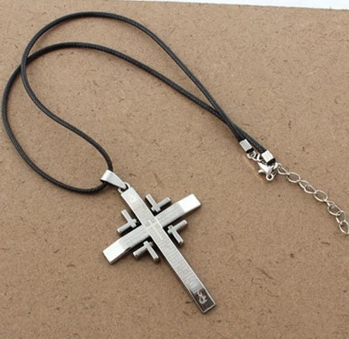 Cordão com pingente Cruz com Detalhrs nos cantos Oração do Pai Nosso