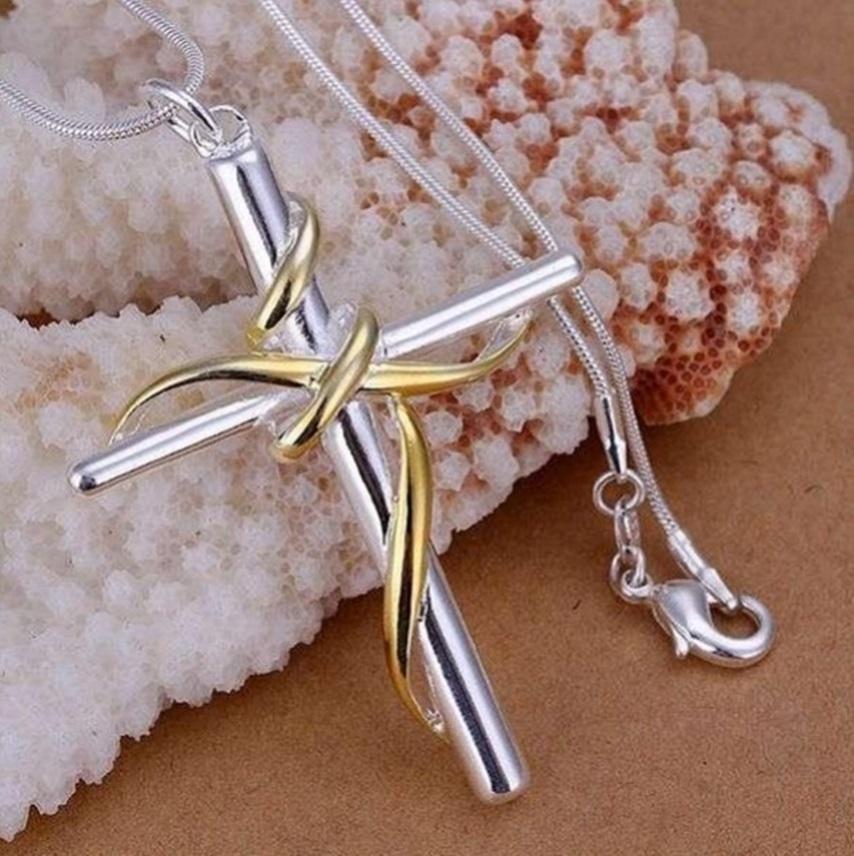 Cordão com pingente de Cruz com silhueta estilizada de Jesus
