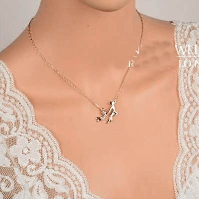 Cordão com Pingente Mãe e Rodando Menina Colar Cor de Ouro Rosa