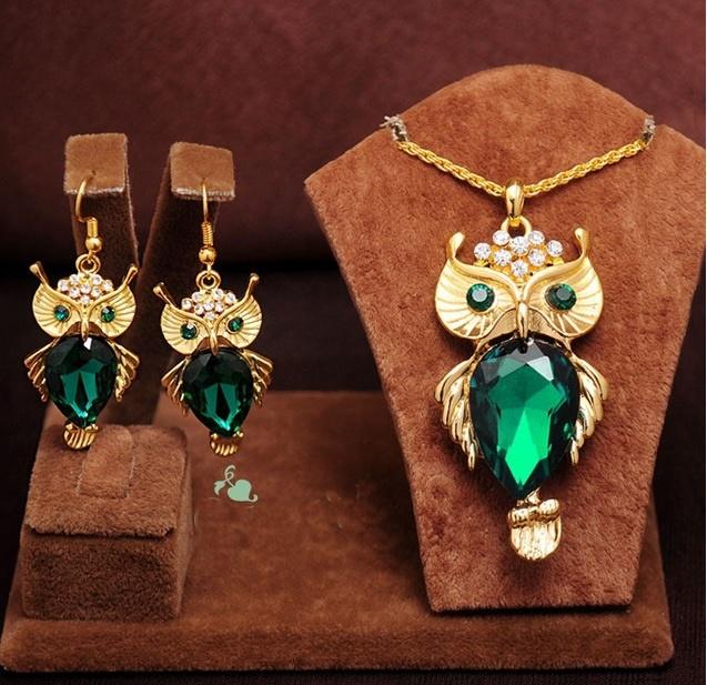 Cordão pingente brincos coruja lindos imitação esmeralda dourado ouro 18k