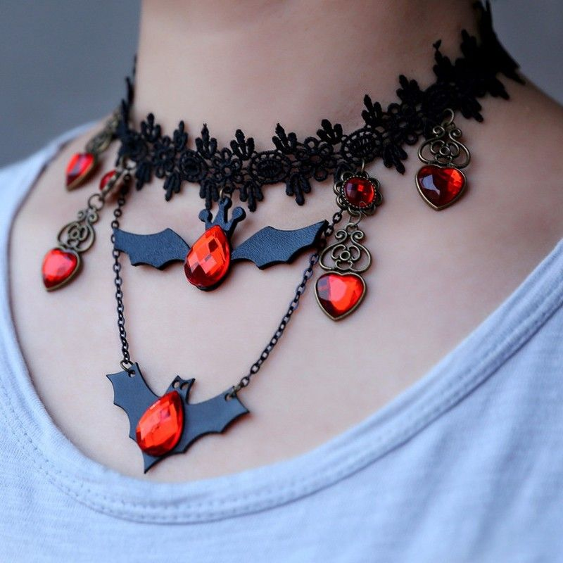 Gargantilha Colar Preto Pingentes de Morcego com Rendas e pedras Halloween