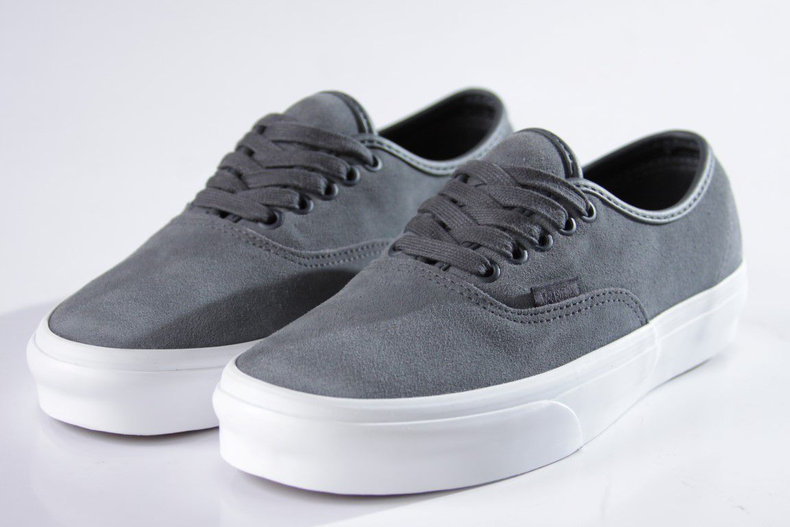 Tênis Vans - UA Authentic (Soft Suede) Ebony/True White  - No Comply Skate Shop