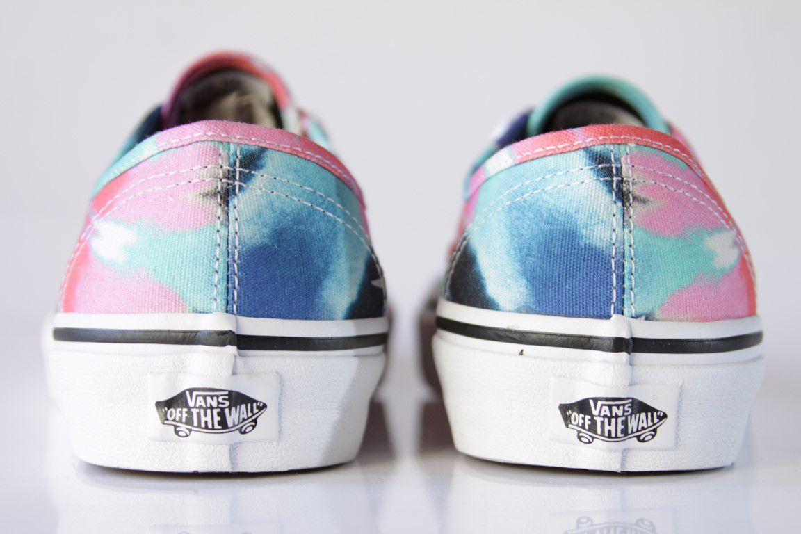 Tênis Vans - UA Authentic (Tie Dye) Multi/True White  - No Comply Skate Shop