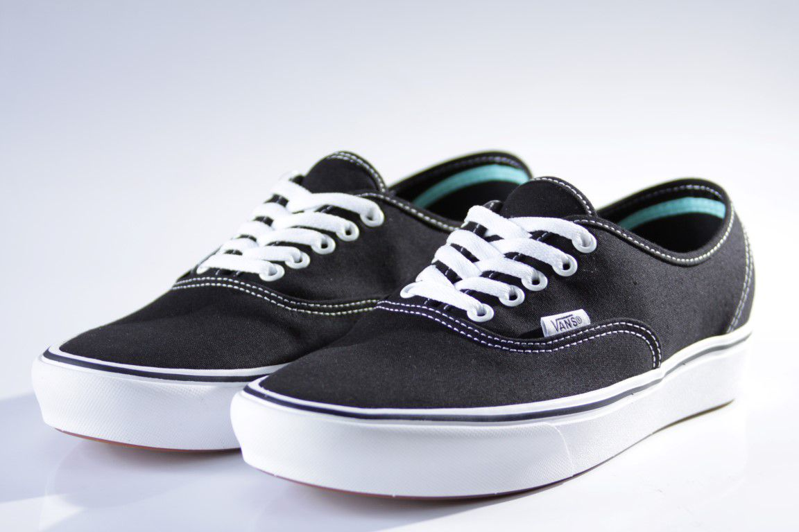 Tênis Vans - UA Comfycush Authentic Black/White  - No Comply Skate Shop