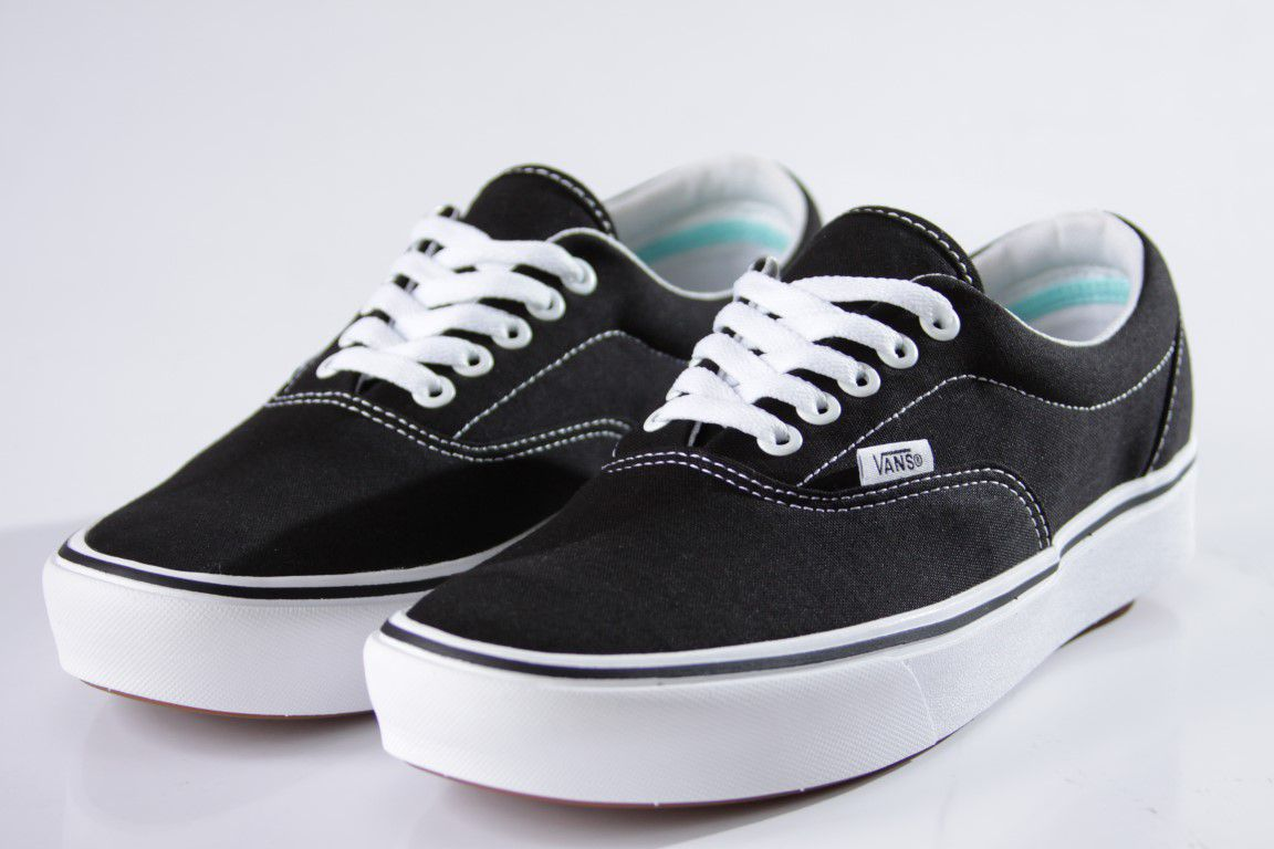 Tênis Vans - UA Comfycush Era Black/True White  - No Comply Skate Shop
