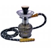 Narguile MYA Petite 21cm CINZA/PRETO. Vaso base larga preta, stem usinado em liga metálica com revestimento cromado.
