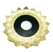 Prato para narguile Artemis 17cm diâm. Em liga metálica inox e decorado. DOURADO COM CENTRO PRETO.