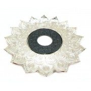 Prato para narguile Pérsia 21cm em inox pintado, decorado flor de lótus. PRATEADO COM CENTRO PRETO