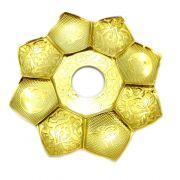 Prato para narguile marca Md Hookah 21cm de diâmetro. Em metal inox e decorado. Cor DOURADO.