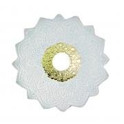 Prato para narguile mod. MALIK 22cm em liga metálica inox e decorado. Cor BRANCO centro DOURADO.