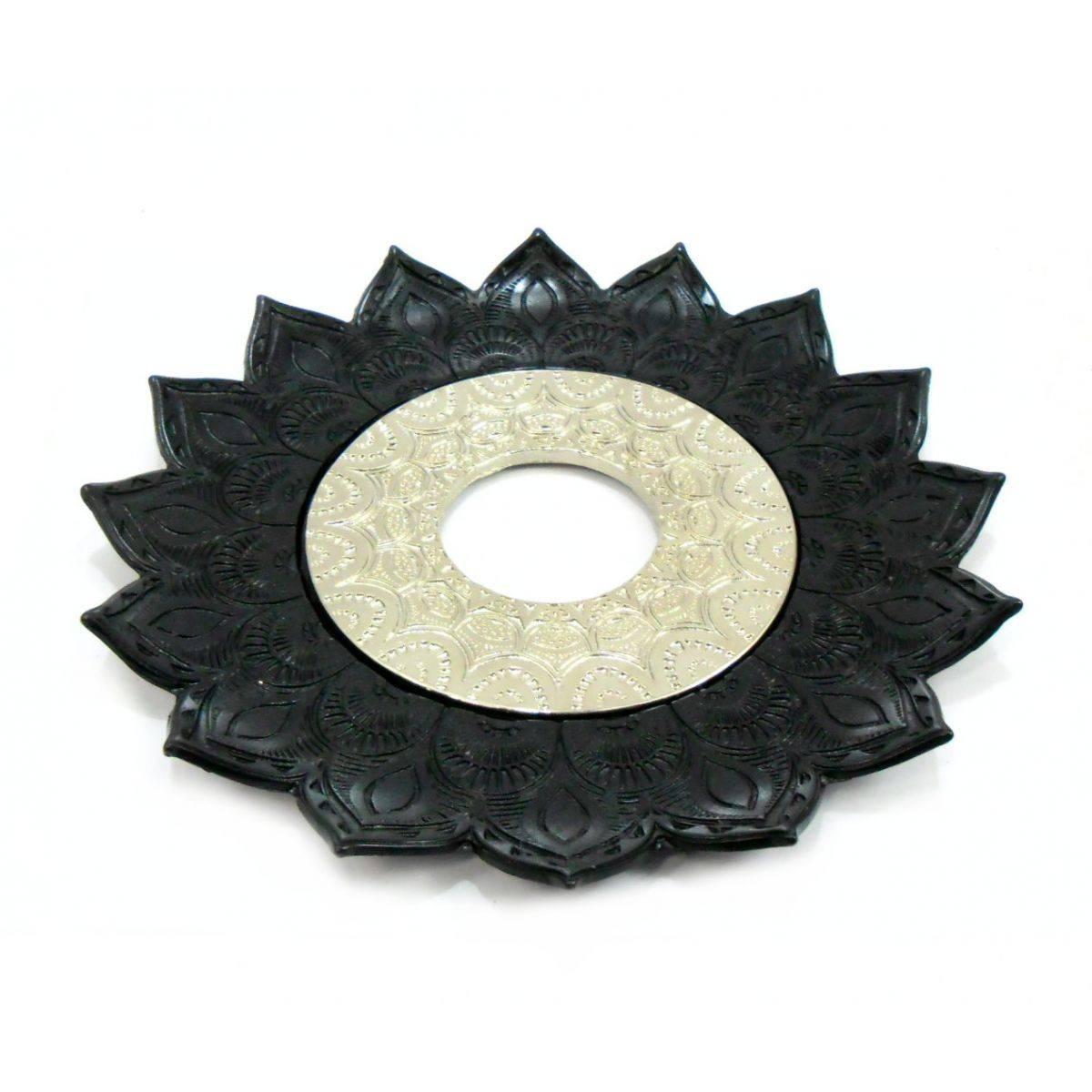 Prato para narguile mod. Artemis 17cm diâm. Em liga metálica inox e decorado. Cor PRETO.
