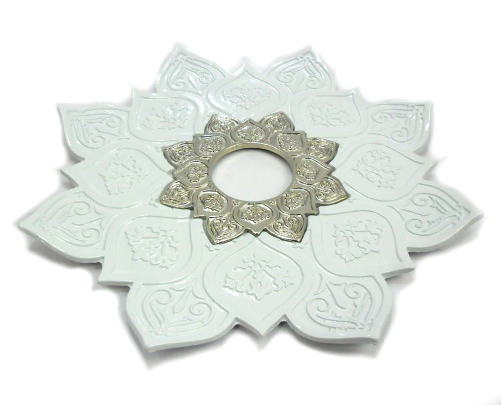 Prato para narguile mod. Athenas 23cm em liga metálica inox e decorado. Cor BRANCO.