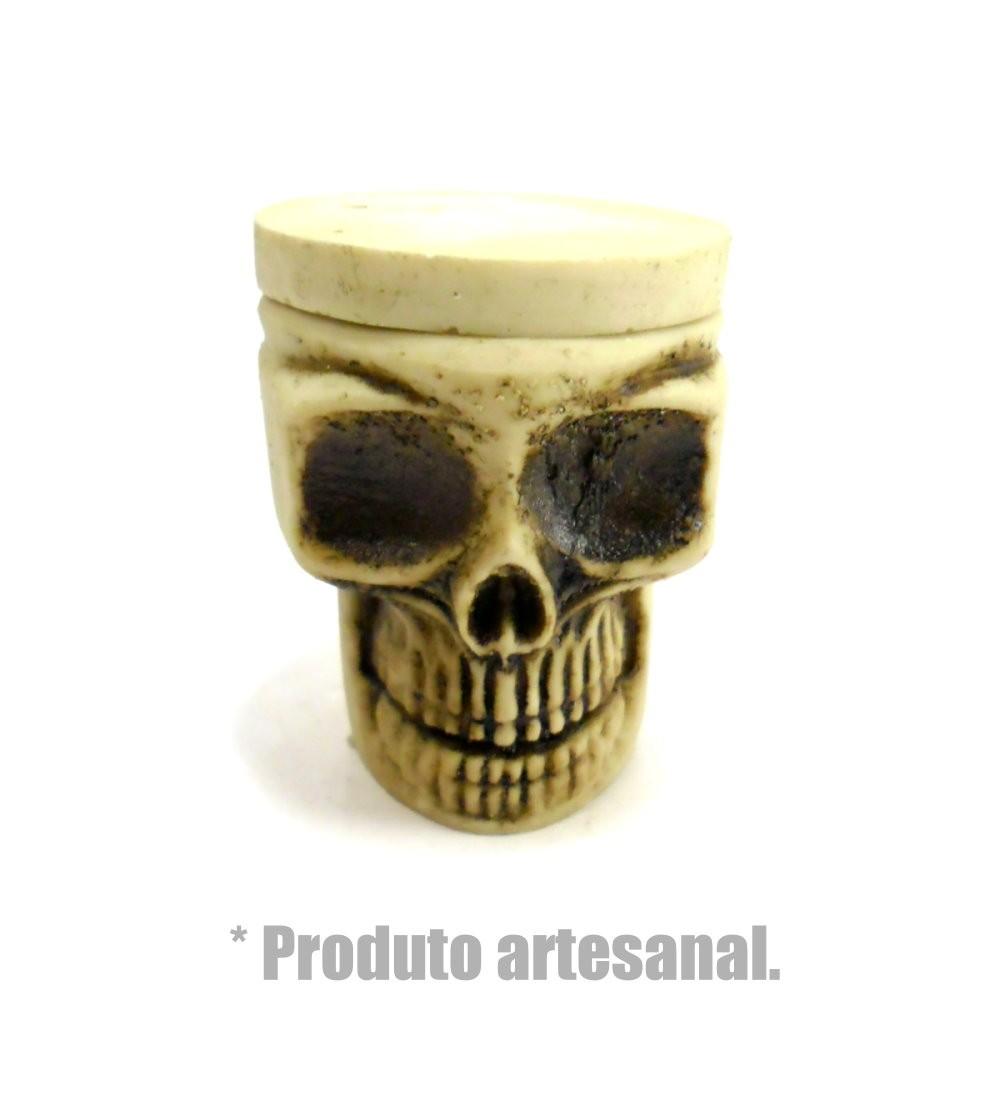 Desfiador / triturador / dichavador em resina pequeno, artesanal formato CAVEIRA.