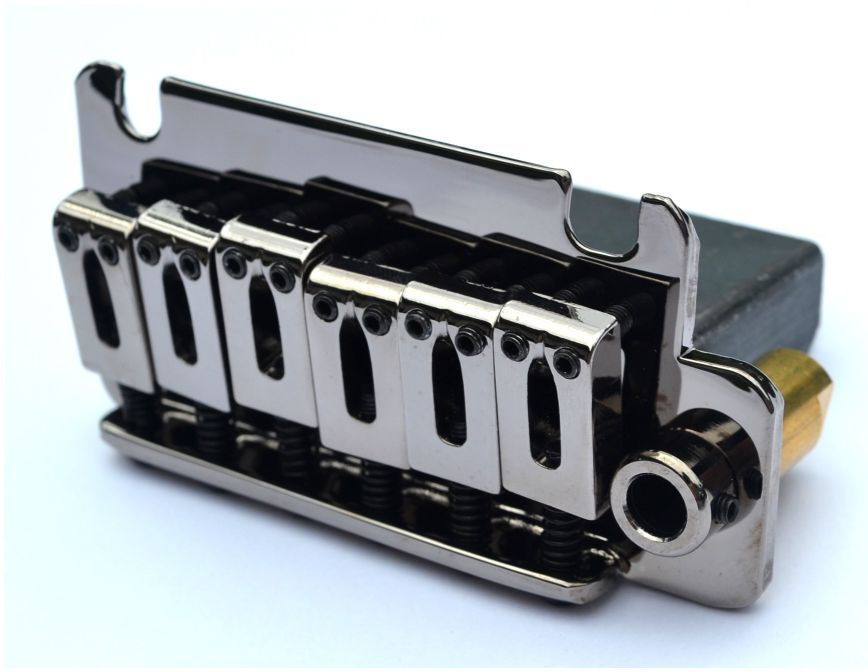 Ponte Cosmo Black estilo Stratocaster para guitarra (Bloco 40mm) - Sung-il (BS084)  - Luthieria Brasil