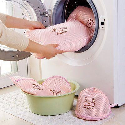 Saco p/ Lavar Roupa Intima c/ Ziper Rosa E Bordado 40x50cm  - Eu Organizo