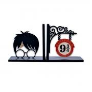 Aparador de Livros Harry Potter Plataforma 9 3/4 Cicatriz FBA