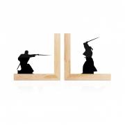 Aparador De Livros Samurai Espadachim Luta Base Pinus