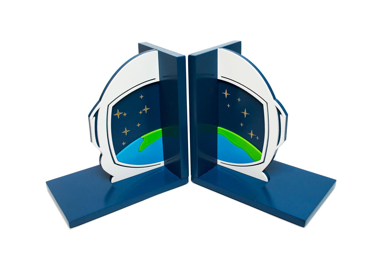 Aparador de Livros Astronauta Planeta Terra FBA