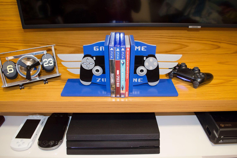 Aparador de Livros e Jogos Controle Playstation PS4 Troféu Platina