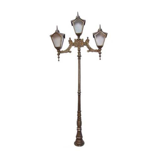 Poste Colonial de Jardim Romano com 3 Luminárias  - RJE ILUMINAÇÃO