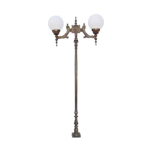 Poste Colonial de Jardim Verona com 2 Globos  - RJE ILUMINAÇÃO