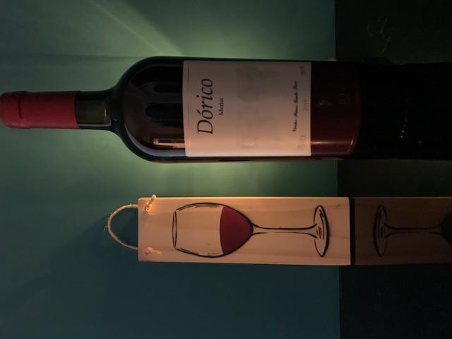 Dórico - Merlot Safra 2010 + Quadro de madeira   - Vinícola Helios