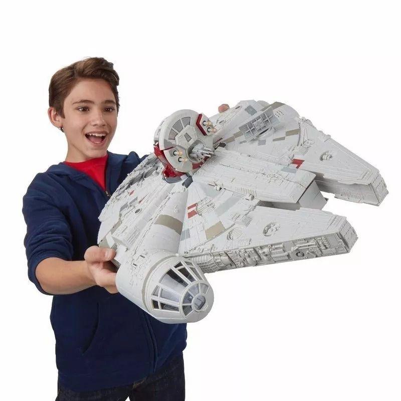 Star Wars Playset Millennium Falcon Deluxe Luz, Som E 3 Bonecos Hasbro