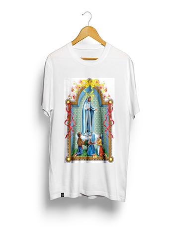 Camisa Poliéster Estampa Sublimática - Nsra. Fátima - (MÉDIA 65A. X 50L. Cm). BRANCA