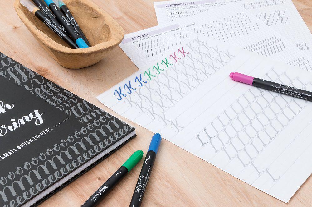 Caderno de Caligrafia Letras Finas Kelly Creates AC  - Minas Midias
