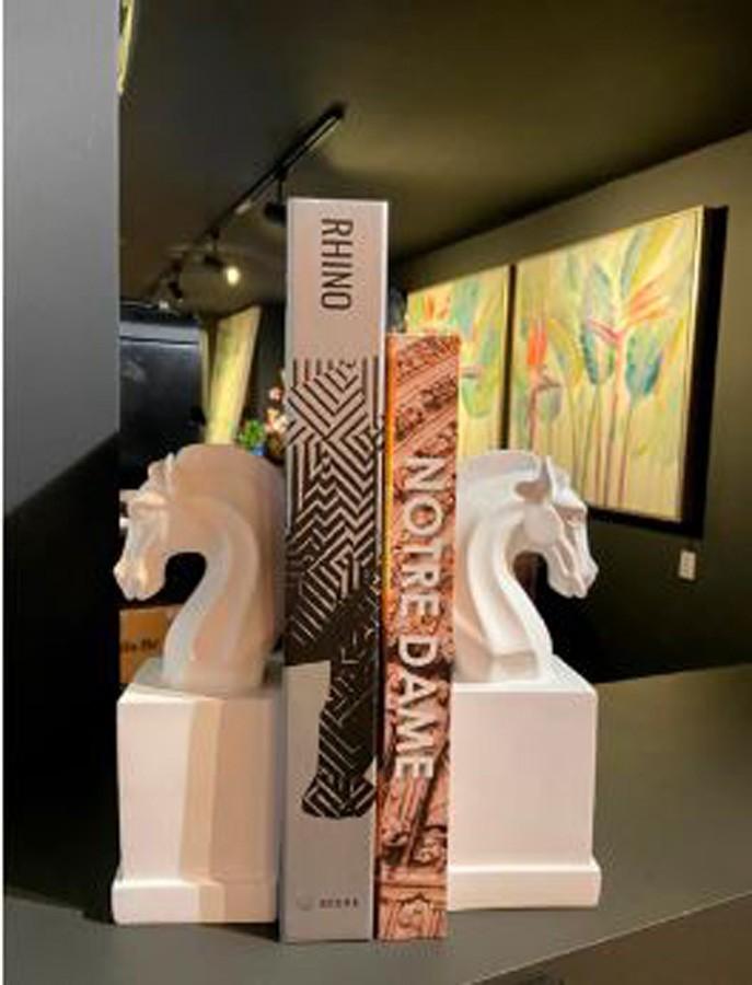Aparador De Livros Cavalo Resina Branco Conjunto 2 Peças  - Arrivo Mobile