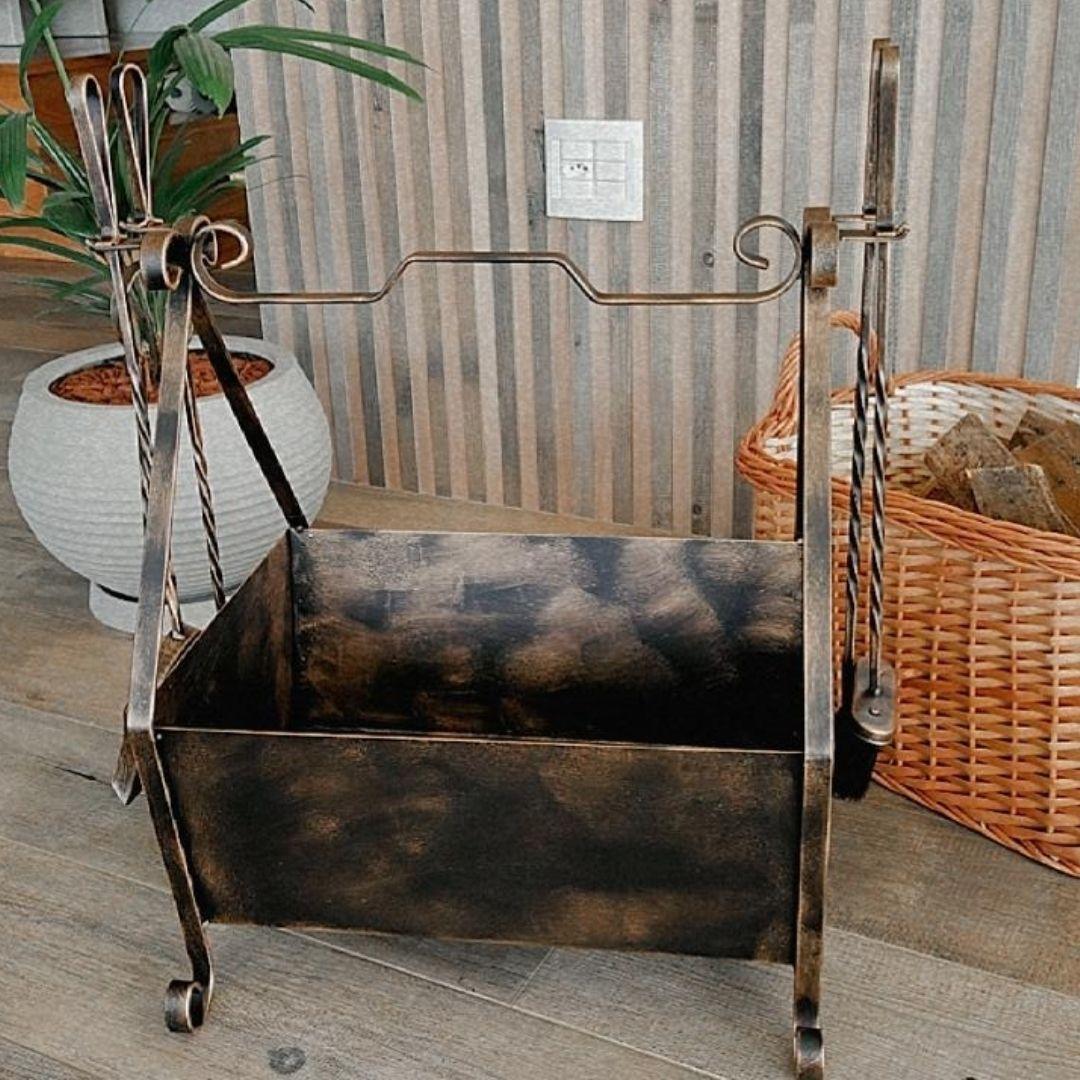 Cesto de lenha com Kit de limpeza para lareira com  G cabo ferro Torneado   - Arrivo Mobile