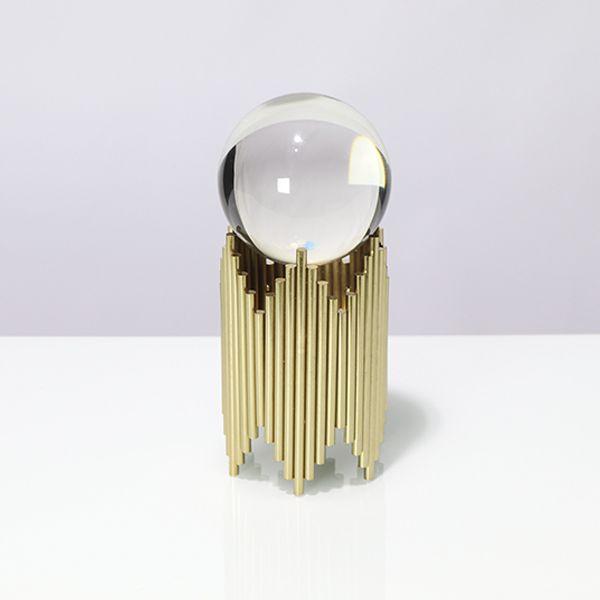 Escultura Em Metal Dourado Com Bola De Cristal G  - Arrivo Mobile