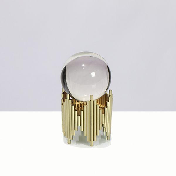 Escultura Em Metal Dourado Com Bola De Cristal P  - Arrivo Mobile