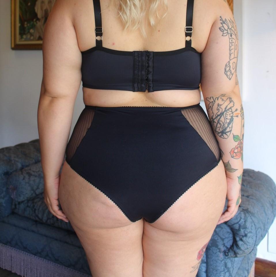 Calcinha Hot pant preta