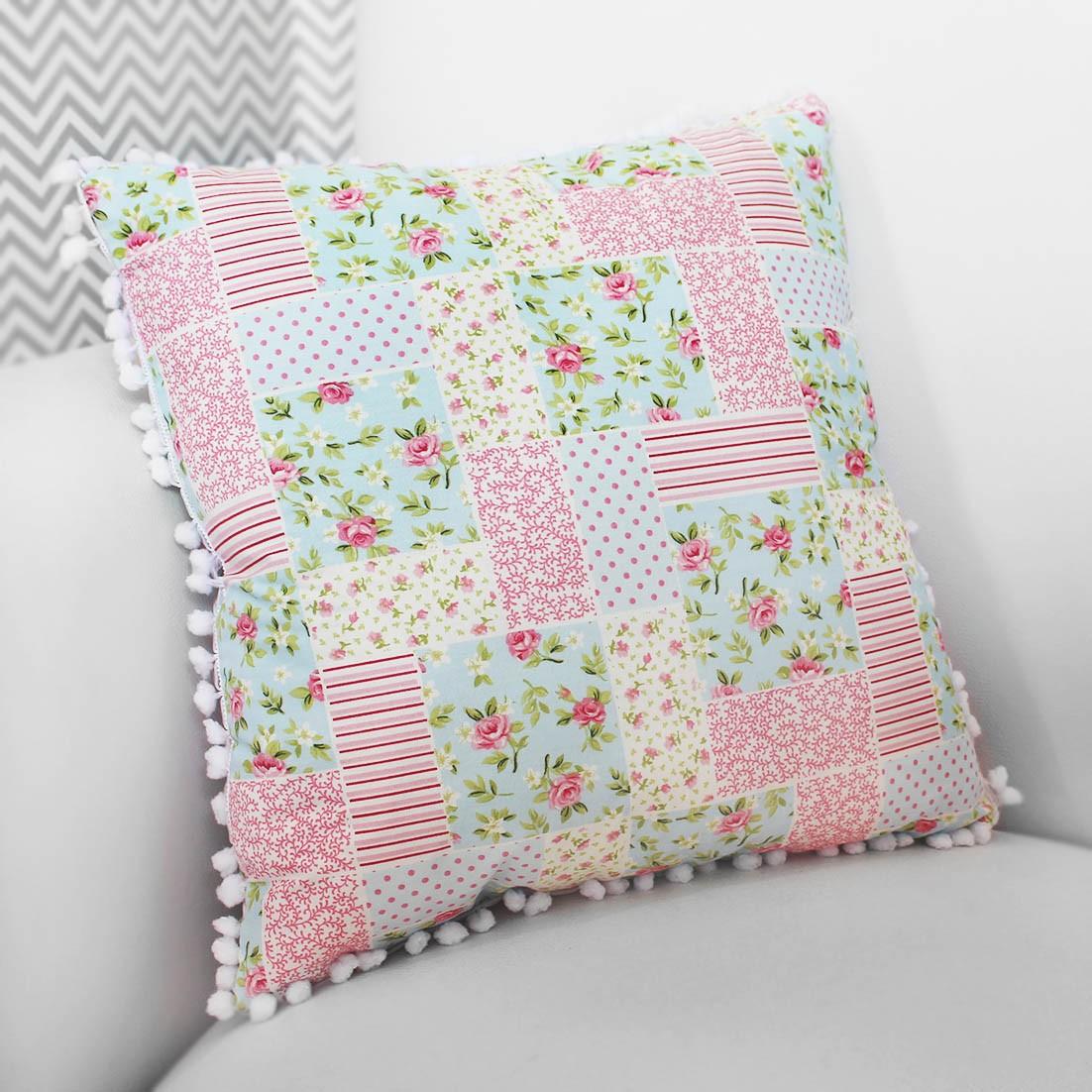 Almofada Decorativa Estampada Patchwork Rosa