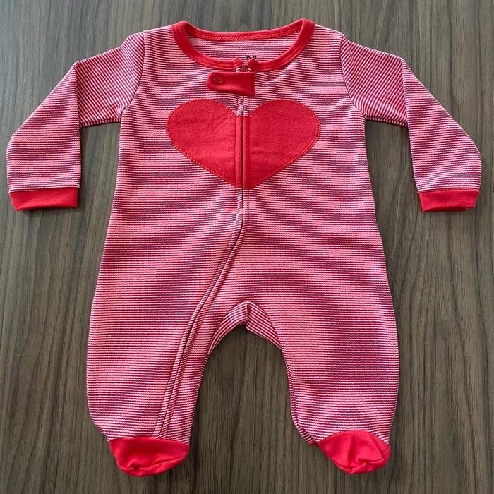 Macacão Malha Coração Vermelho