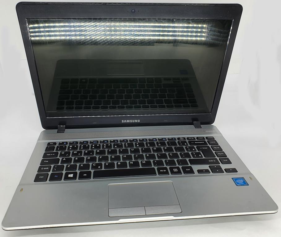 Notebook SAMSUNG Dual Core Sétima Geração - SAMSUNG NP370E4K com Processador Intel Dual Core Sétima Geração - RAM 4GB - HD 500GB - TELA 14