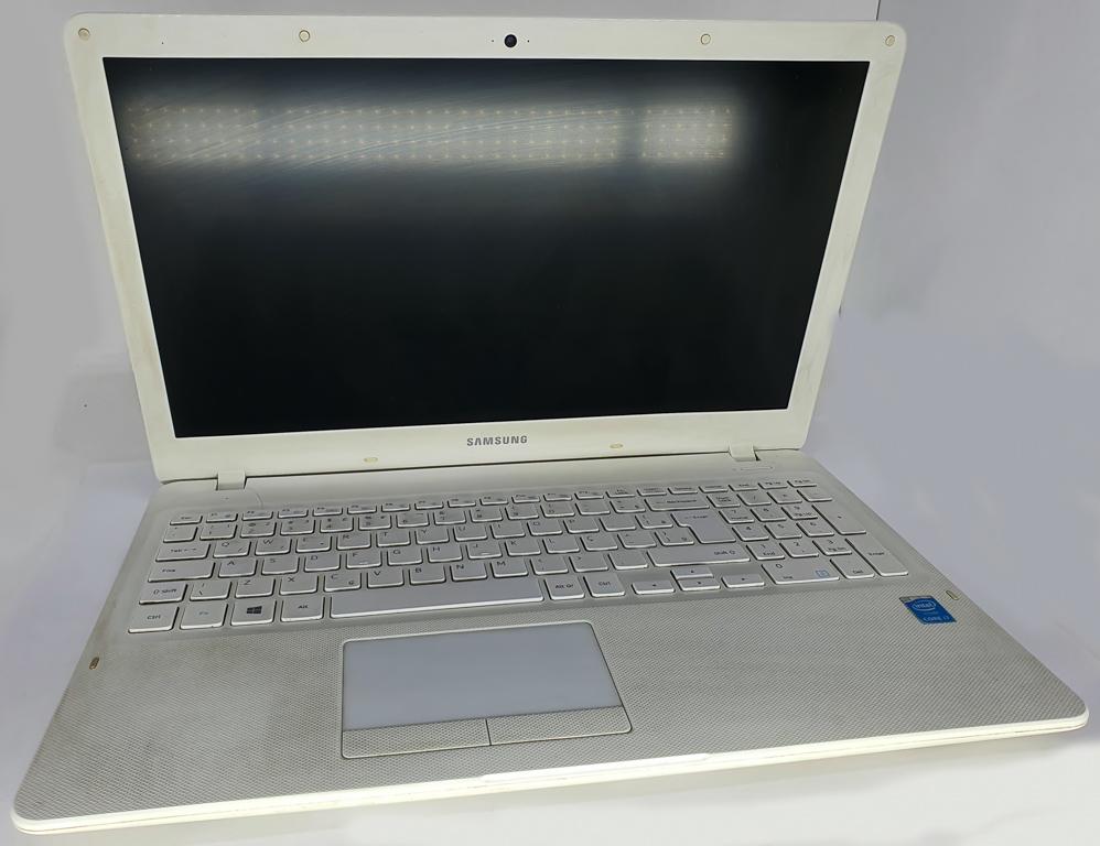 Notebook SAMSUNG i7 Quinta Geração - SAMSUNG NP300E5K com Processador Intel Core i7 Quinta Geração - RAM 8GB - HD 1TB - TELA 15,6