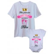 Camiseta adulta primeiro dia dos pais com body de bebê pezinho rosa