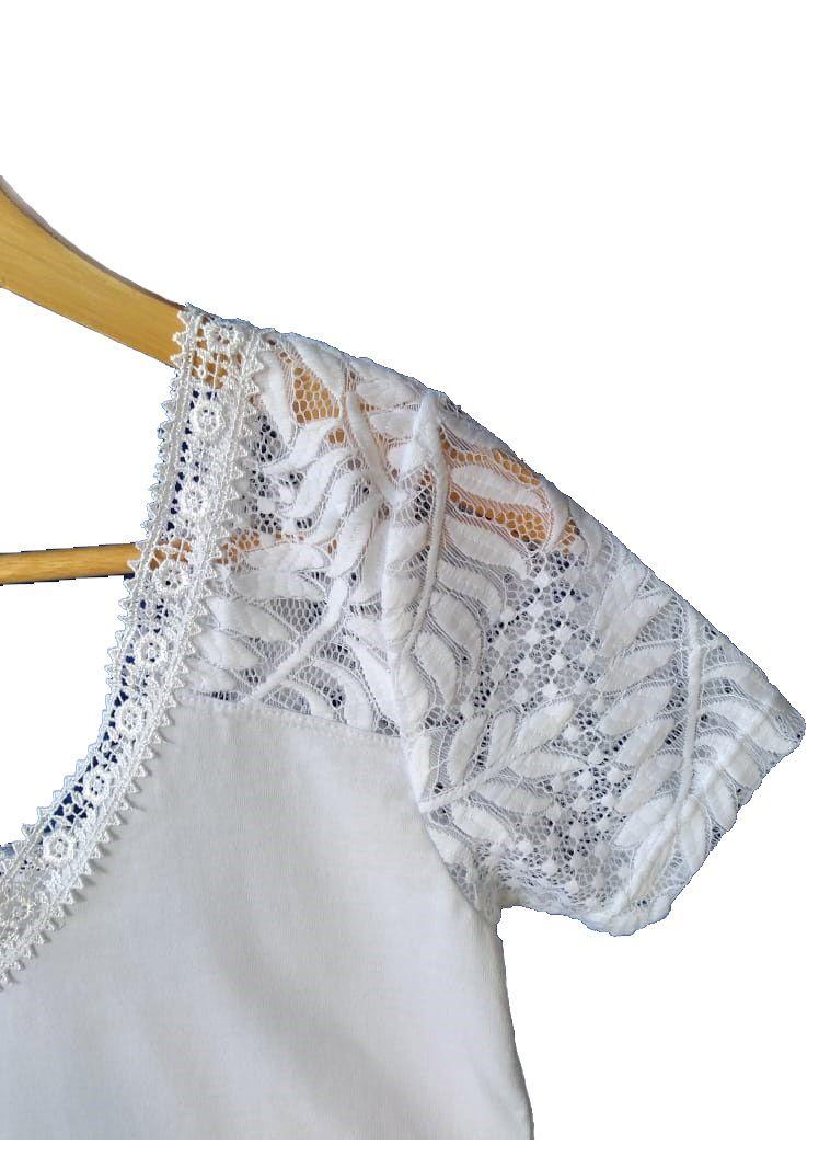 Blusa de algodão com detalhes de renda