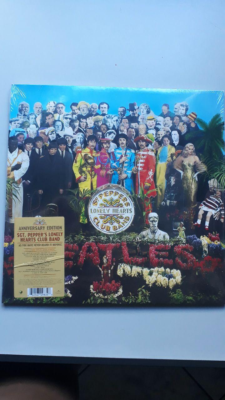 Lp Vinil The Beatles Sgt. Peppers Edição  de Aniversário CAPA COM LEVE AMASSADO