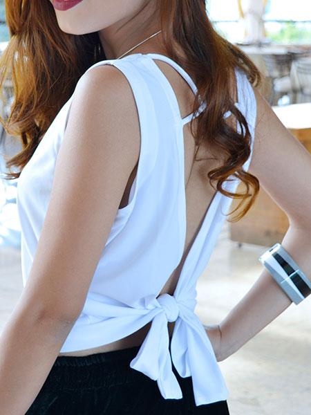 Blusa branca laço