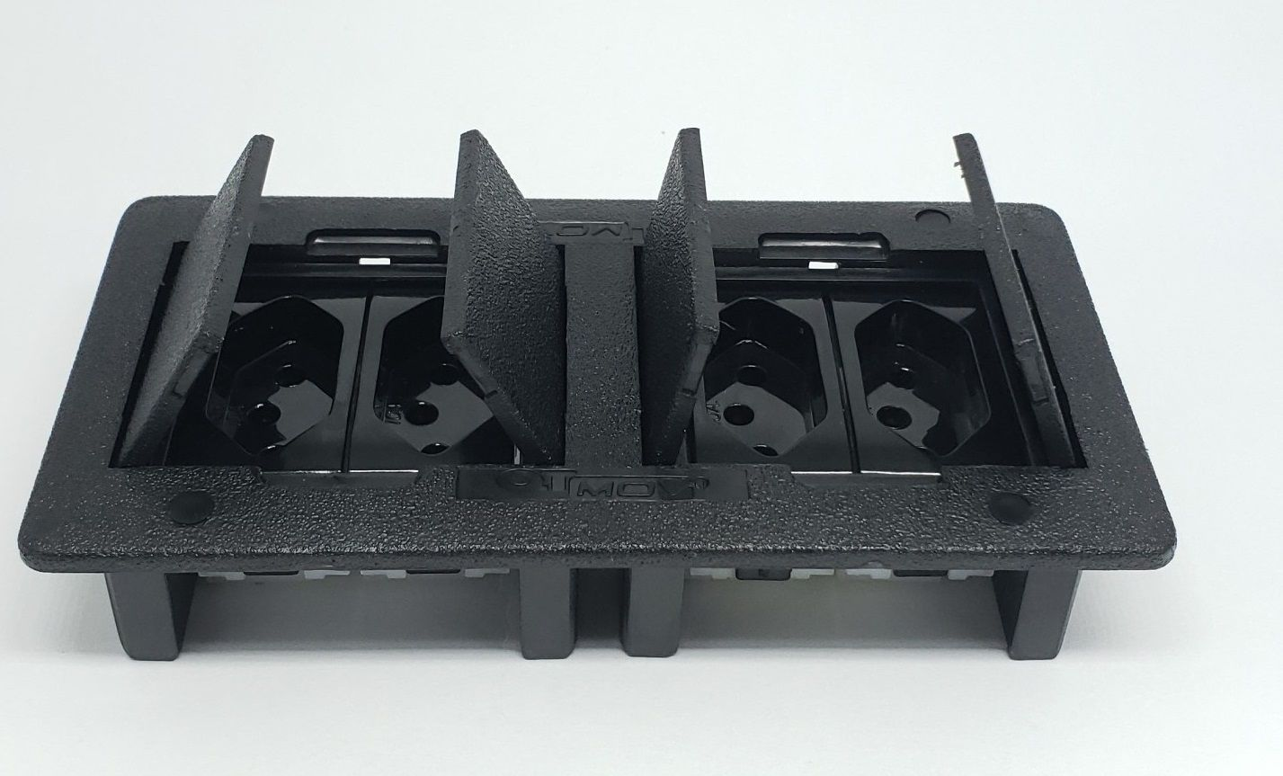 CAIXA DE EMBUTIR - ABS 4 BLOCOS c/ 4 tomadas elétricas