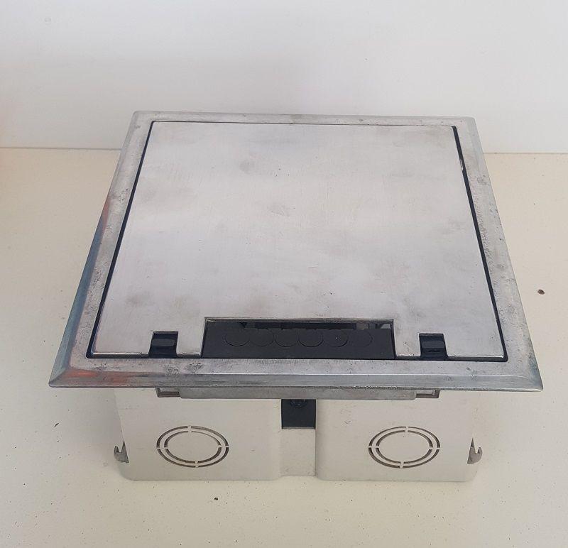 Caixa de Piso Dupla 2x2 SQR C/ Suporte Universal em ABS para 10 Blocos